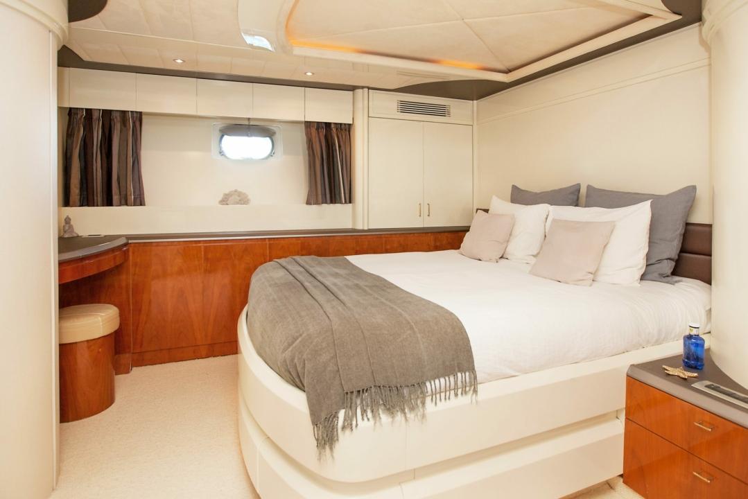 Mochi Craft 86 'WHITE FANG' - Sieckmann Yachts